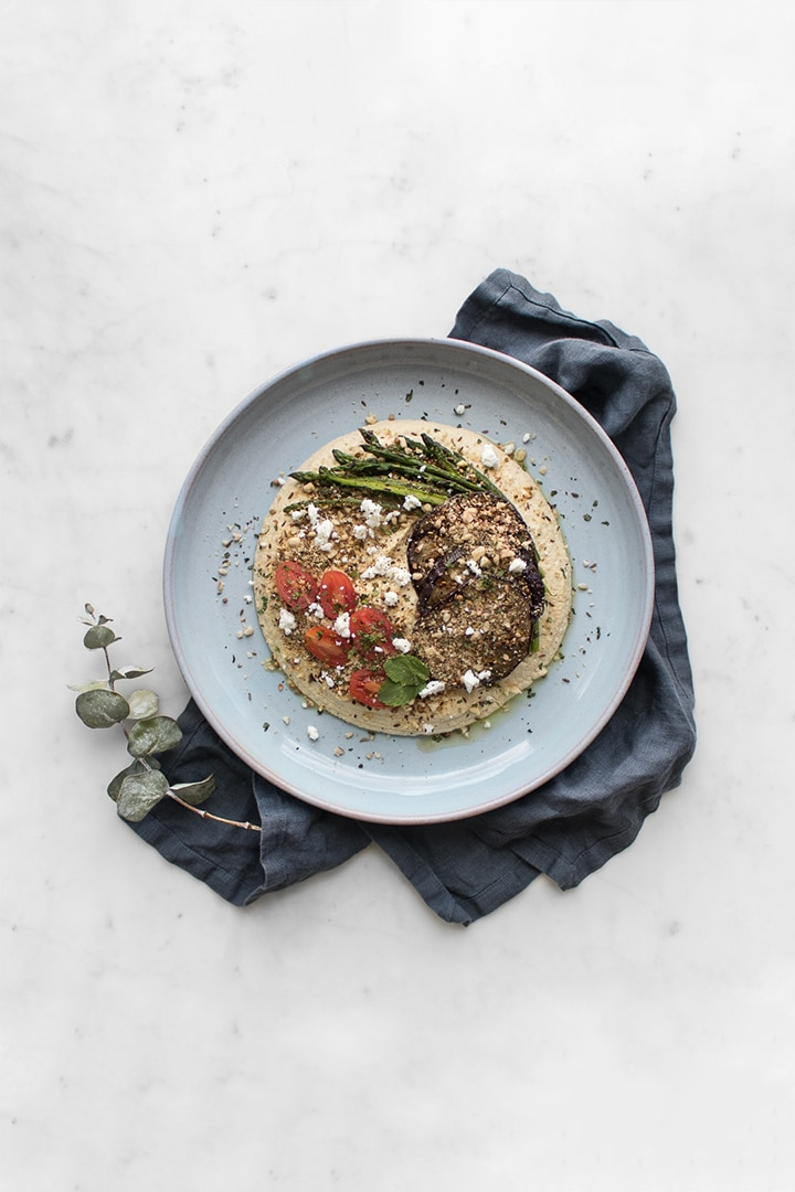 This Hummus topped with Dukkah is the creamiest, full-bodied and zingiest you'll ever taste. With a topping of Dukkah and grilled vegetables you can enjoy it as an appetizer, or meal. #BeautifulFood #Vegetarian #Hummus #EasyDinner #Healthy