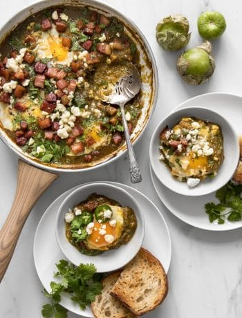 Green Shakshuka Recipe with Bacon and Tomatillo Sauce - Served as an early meal, brunch or a weeknight dinner, it's a one-skillet dish that's filled with bright and spicy notes and is as effortless as it is delicious, and our take on it is the perfect blend of a Middle-Eastern and Mexican flair. #brunch #breakfast #comfortfood #foodphotography #foodstyling