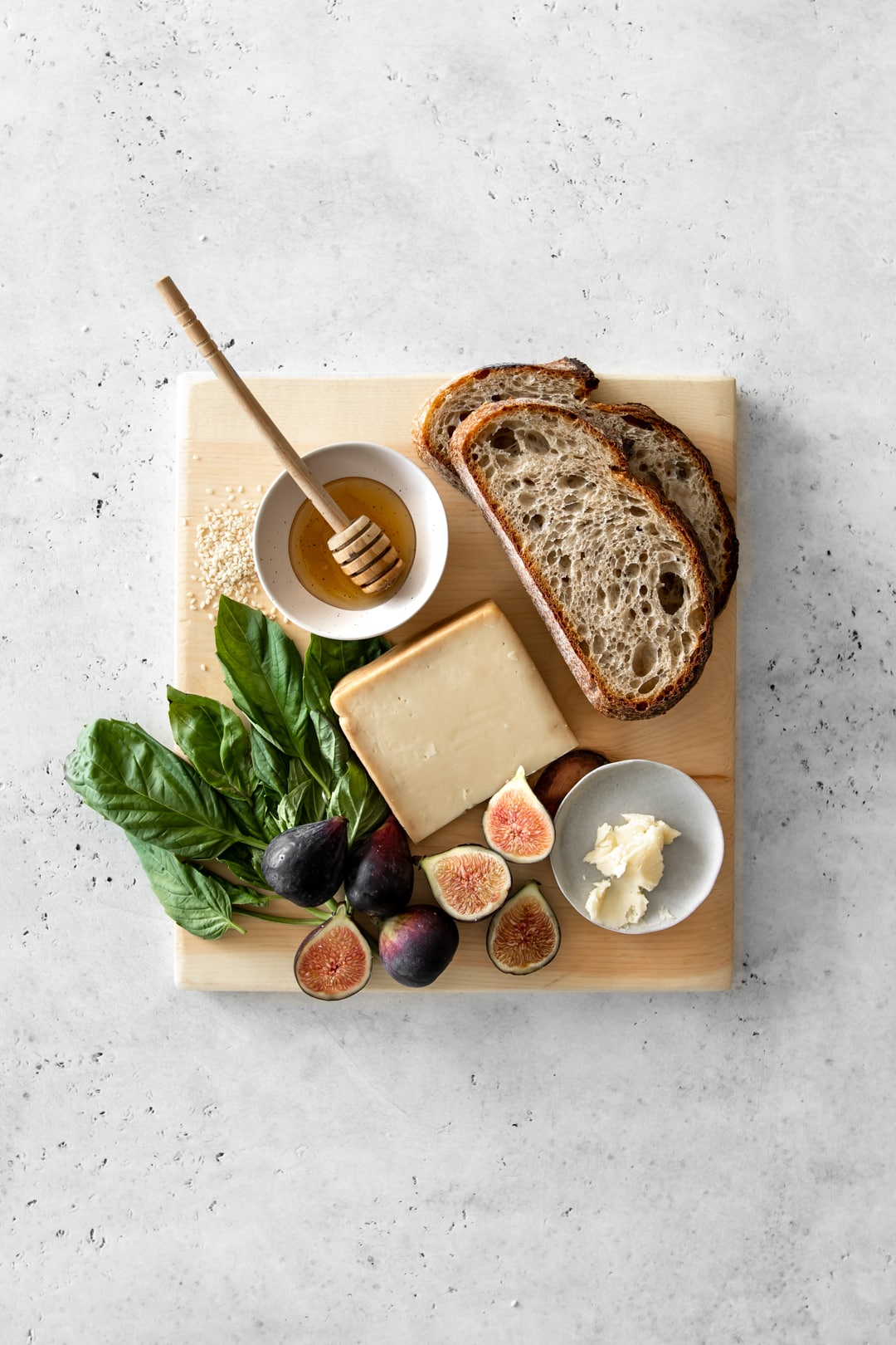 Fig and Basil Grilled Cheese Sandwich Ingredients